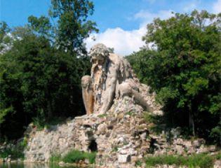 Грандиозная скульптура, высеченная из горной породы